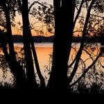 Plac 10. Solnedgång - Susanne Flink. Vacker silhuettbild med sköna bakgrundsfärger.