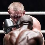 1. Boxning-Mats Grimfoot. Skärpan, blicken i boxarens ögon gör denna bild till en vinnare. Bra att lyckas att fånga allvaret i hans ögon. Den kvadratiska beskäringen gör bilden tajt och man kommer nära motivet.
