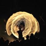 5 Mittield - 112 Här har fotografen lyckats fånga elden i ett dramatiskt linjespel. Dessutom ser man aktören tydligt, vilket vi tycker är ett plus jämfört med en del liknande bilder. Bra närvarokänsla.
