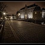 9. Slottet- Lars Parbring Fin komposition och stämningsfull bildbehandling. Gatstenarnas struktur ger ett intresse för förgrunden och leder betraktaren in i bilden. Skulle vunnit på något ytterligare liv i förgrunden som fångar blicken innnan den leds vidare mot slottet.