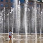 7 . JärntorgetArne Hurtig      Härlig vattenkaskad förstärkt med barnets lek ger oss en härlig bild!