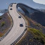 6.Vindlande vägen-Lasse Parbring. Välkänd bro fångad i ett bra perspektiv där bilarna förstärker det positiva intrycket. Val av brännvidd ökar känslan av en vindlande väg.