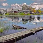 7.Bryggan-Arne Hurtig. En vacker bild med bra skärpa. Motivet kunde ha delats upp i två bilder, bryggan och båten respektive bebyggelsen i bakgrunden.